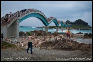 Most osmi oblouků - východní pobřeží Taiwanu
