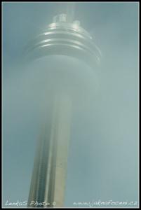 CN Tower v oparu