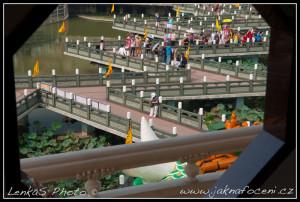 Jezero Lotosů a barevné chrámy II